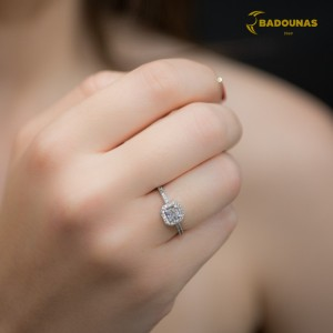 Solitaire rosette ring White gold K14 with semiprecious stones Code 008149