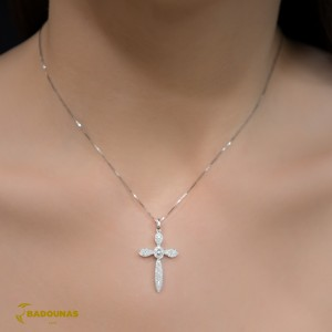 Woman's cross pendant  with chain, K18 and diamonds 004115