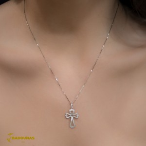 Woman's cross pendant  with chain, K18 and diamonds 004116